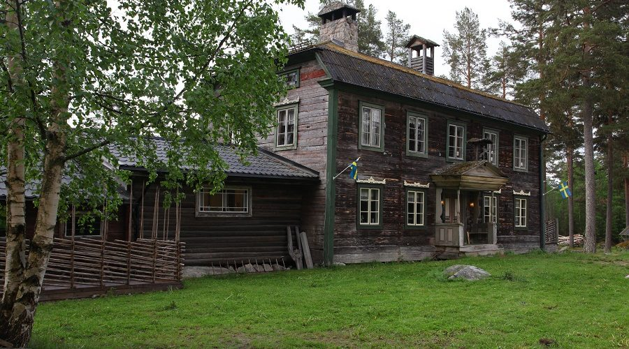 Mainbuilding at Jössebo Vildmarkscamp. This camp has an on interest culture history and also an well preserved history style!